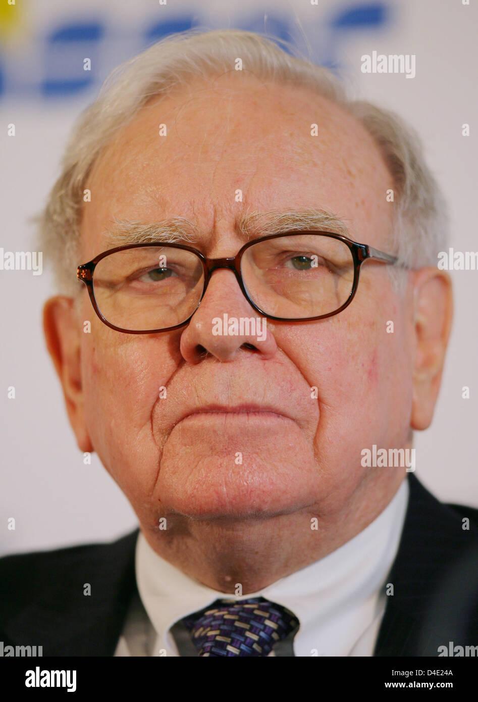 US-Investor Warren Buffett gives a press conference in Frankfurt Main, Germany, 19 May 2008. His Berkshire Hathaway - Stock Image