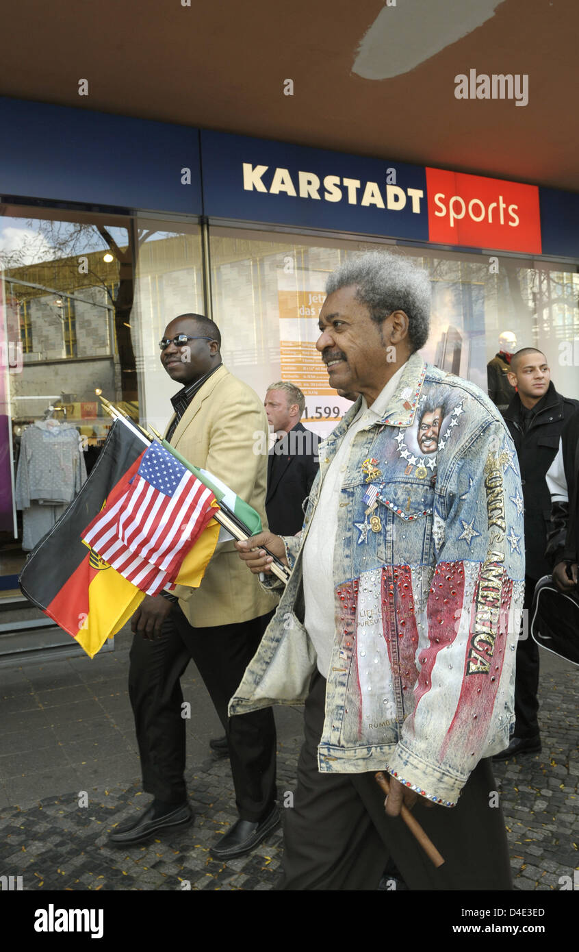 US boxing promoter Don King (C) pictured ahead of the official weighing of Nigerian WBC Heavyweight Ch&ion Samuel Peter and his Ukrainian contendor Vitali ...  sc 1 st  Alamy : don king costume  - Germanpascual.Com