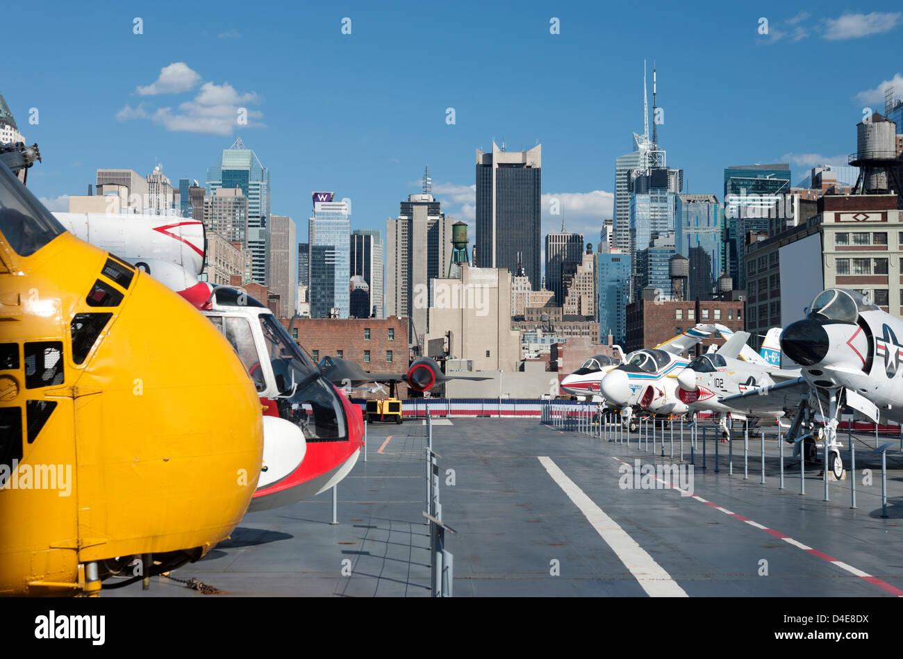 FLIGHT DECK OF INTREPID SEA AIR AND SPACE MUSEUM MANHATTAN NEW YORK CITY USA Stock Photo