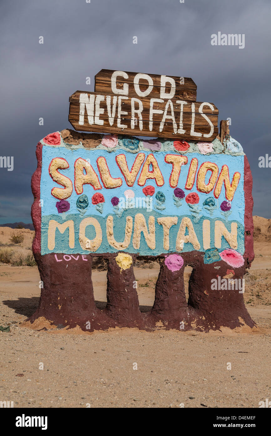 The welcoming sign to Salvation Mountain, a unique piece of primitive art on a grand scale created by Leonard Knight - Stock Image