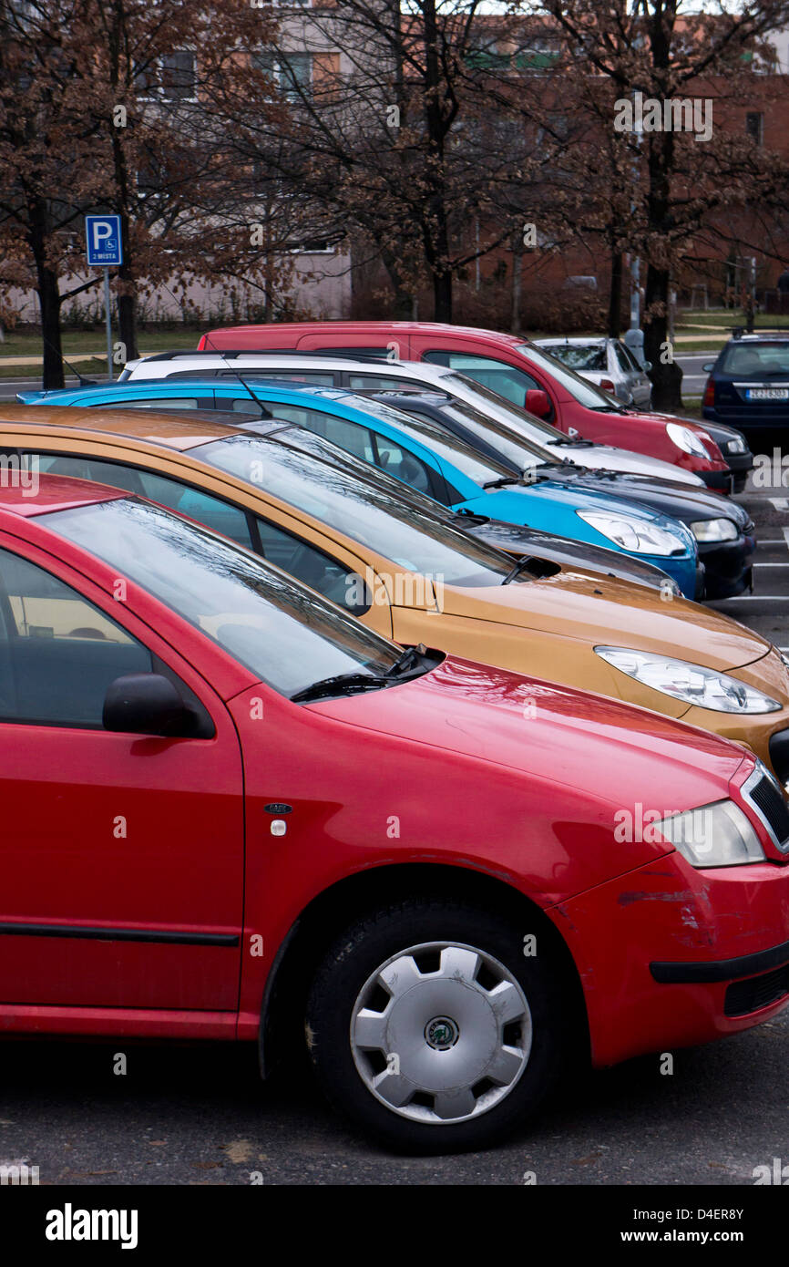 row of cars in a parking lot - Stock Image