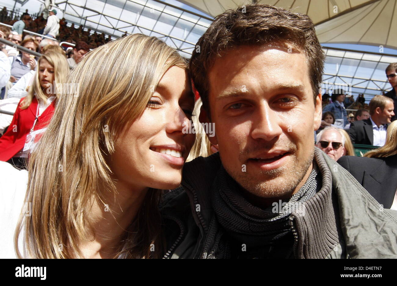3514d23a7fe9d ... actor Wayne Carpendale (R) and his girlfriend Annemarie Warnkross watch  the finals of the ATP Masters  Am Rothenbaum  in Hamburg
