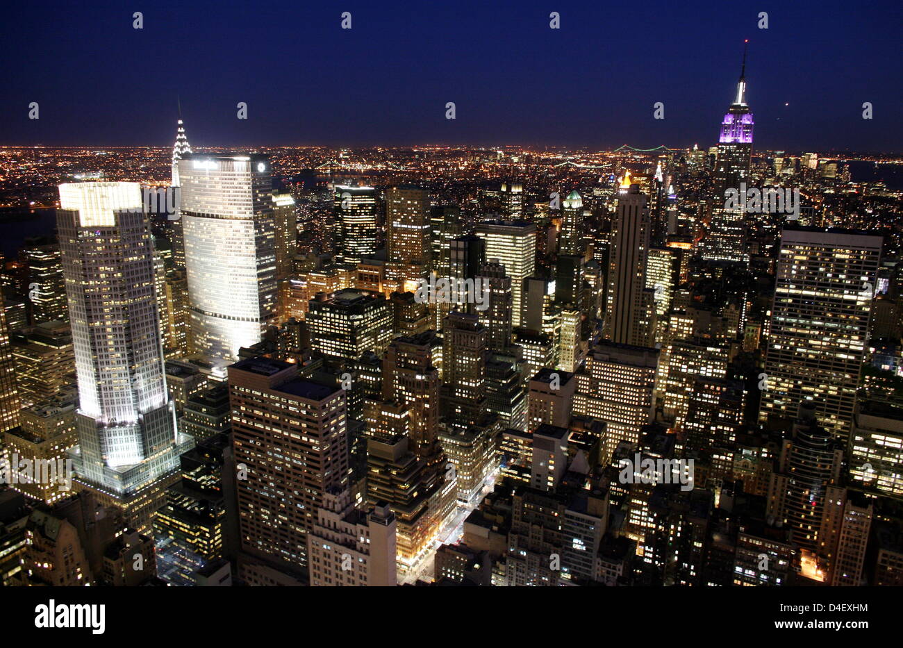 The picture shows a view of New York City at twilight, in New York City, NY, 15 May 2008. Photo: Kay Nietfeld Stock Photo