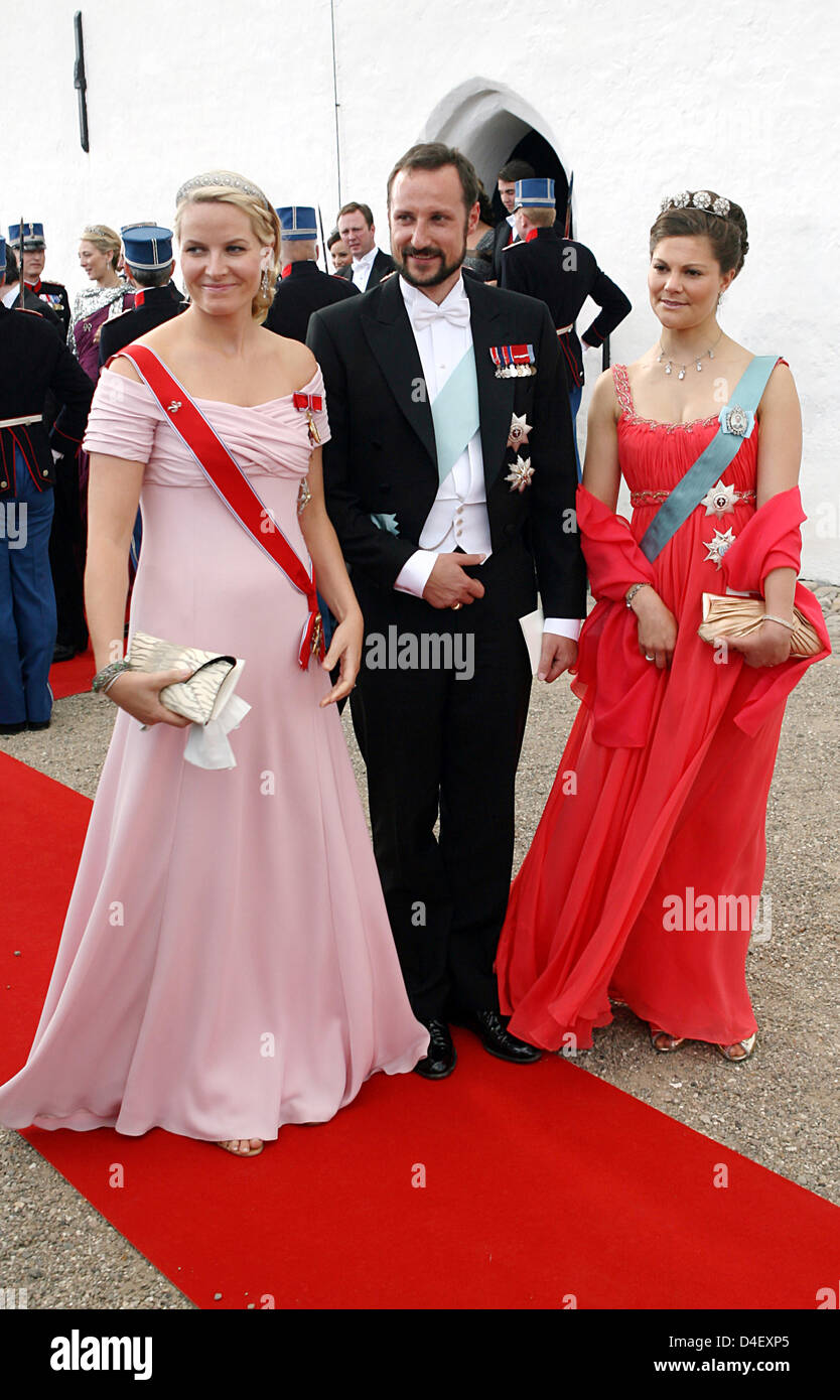 Prince Haakon Of Norway And His Wife Princess Mette Marit L Leave