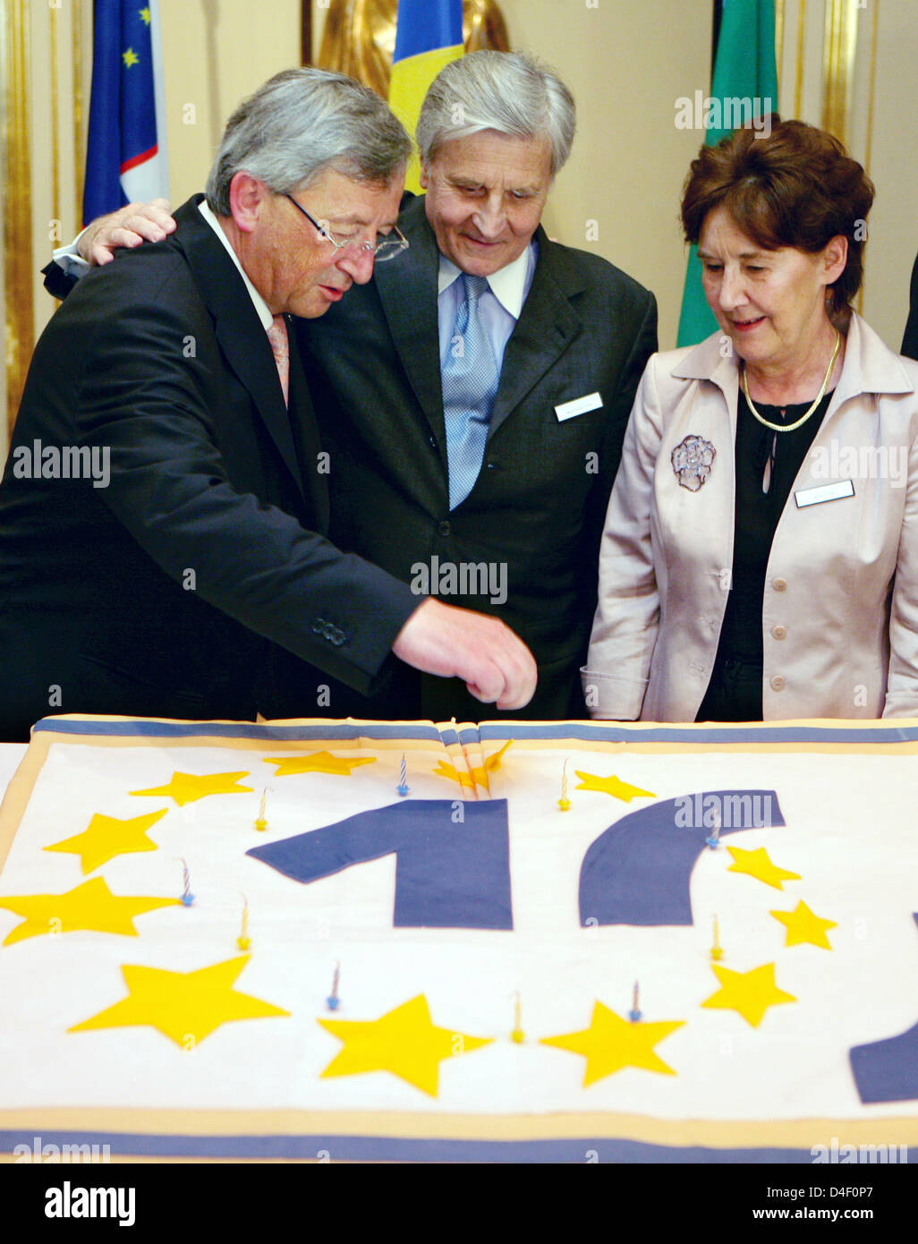 The President of the European Central Bank (ECB) Jean-Claude Trichet (C) is pictured with the Prime Minister of - Stock Image