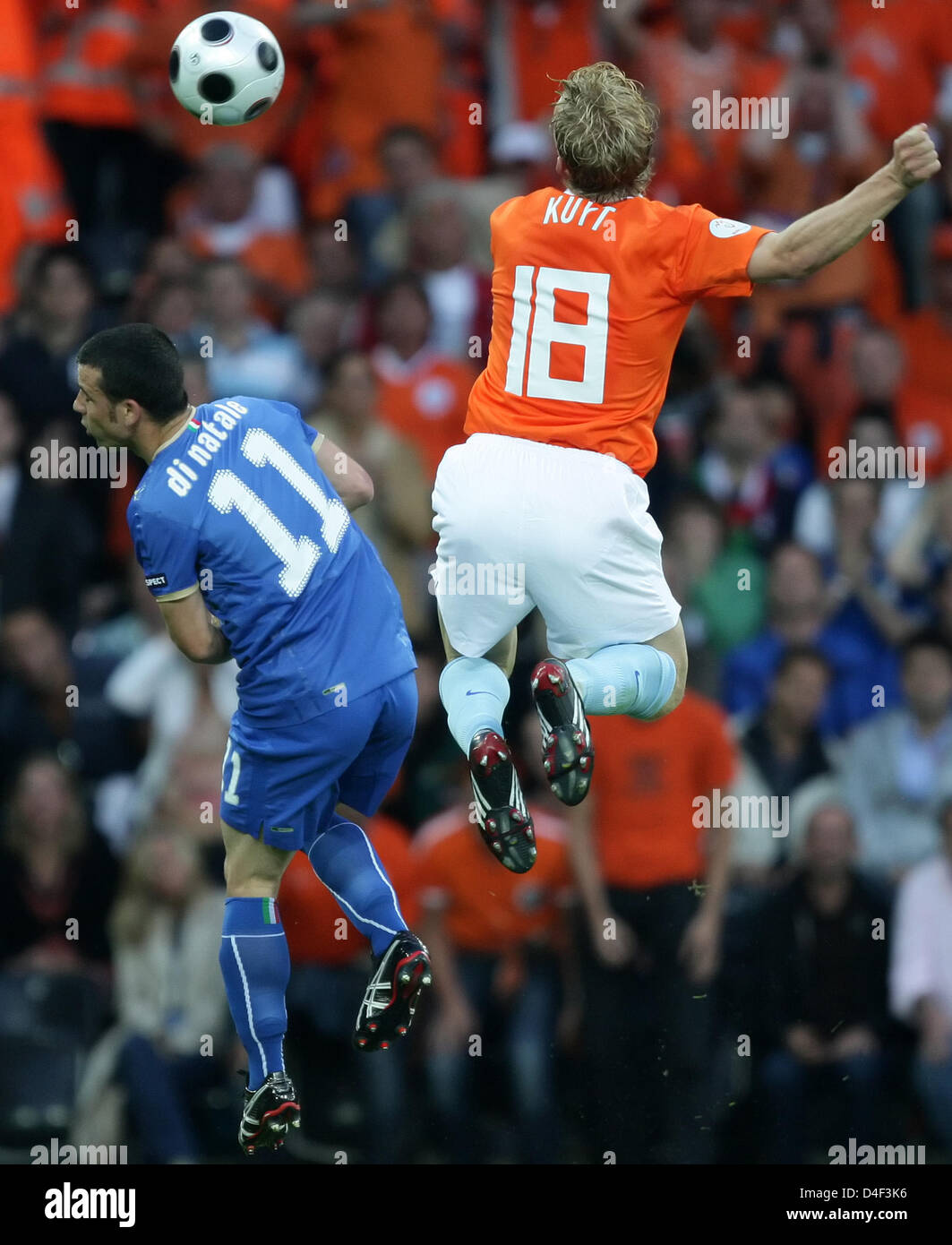Natale 2008.Antonio Di Natale L Of Italy Vies With Dirk Kuyt From