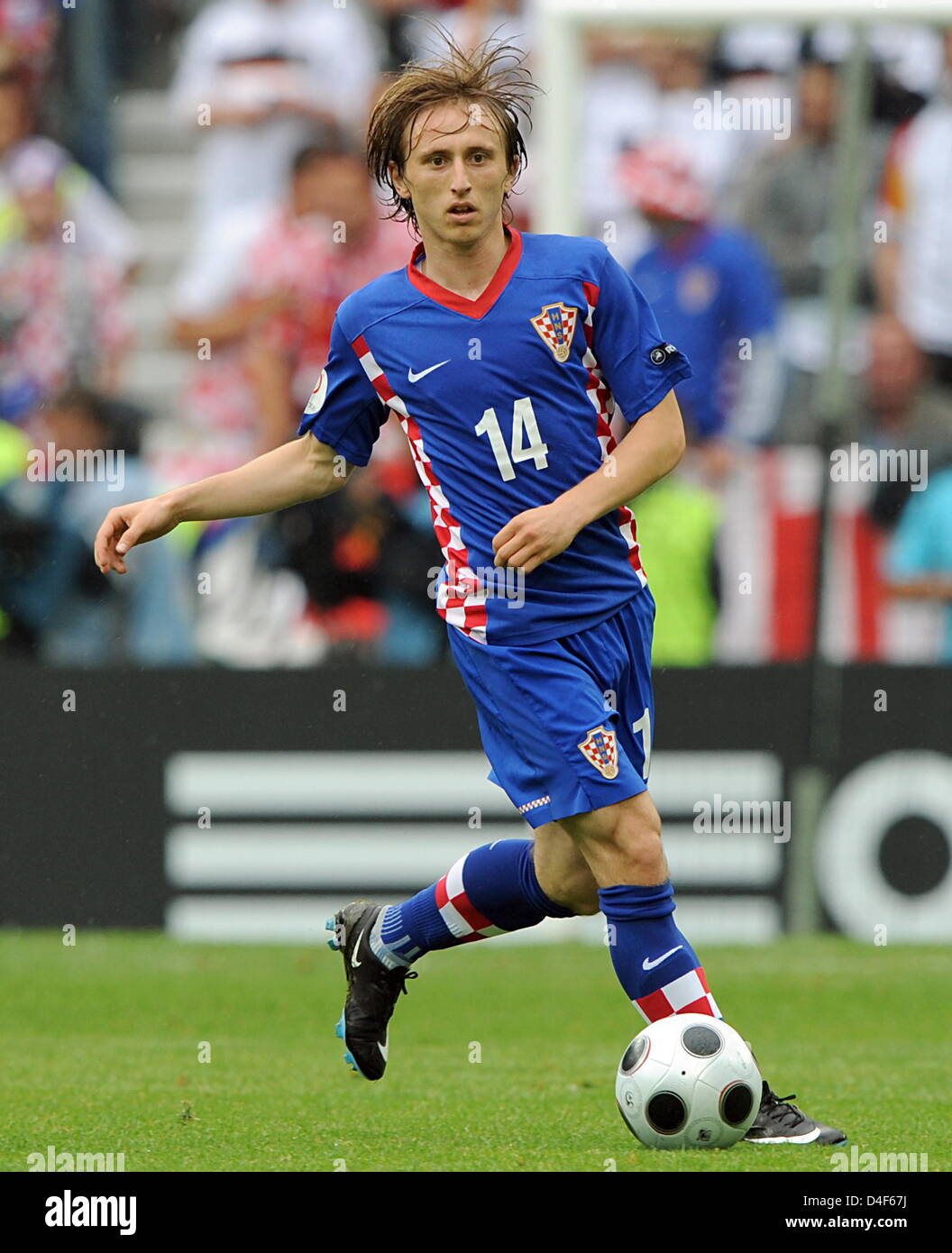 79c77e3f341c Croatian Luka Modric plays the ball during the EURO 2008 preliminary round  group B soccer match