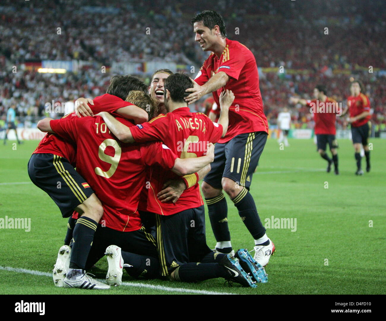 Fernando Torres of Spain jubilates with his teammatesafter his 0-1 goal during the UEFA EURO 2008 final match between - Stock Image