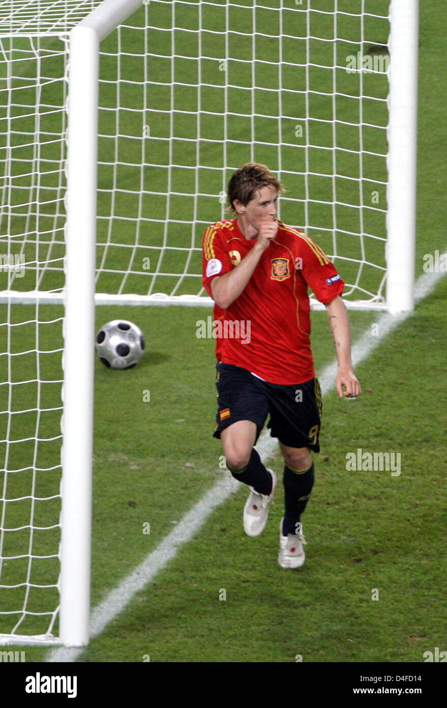 Spanish Goalgetter Fernando Torres celebrates after scoring the 1-0 for his team during the UEFA EURO 2008 final - Stock Image