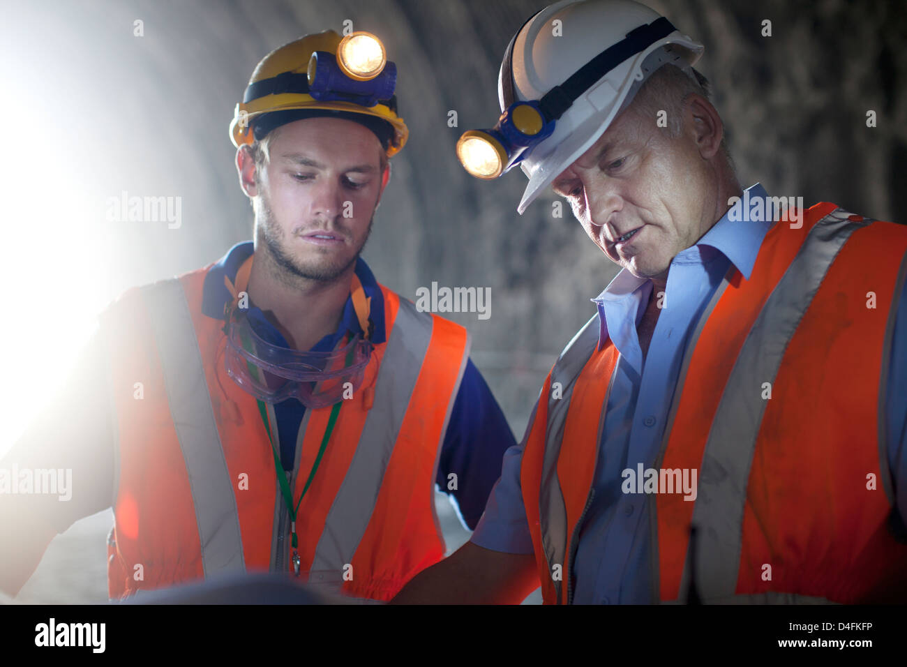 Workers talking in tunnel - Stock Image