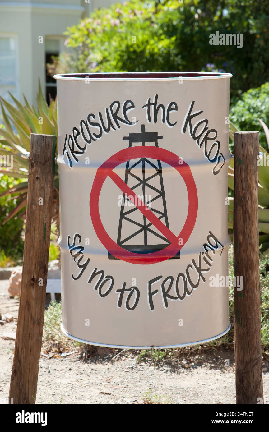 'Say No To Fracking' hand painted protest sign on a litter bin at Prince Albert in the Karoo region South - Stock Image