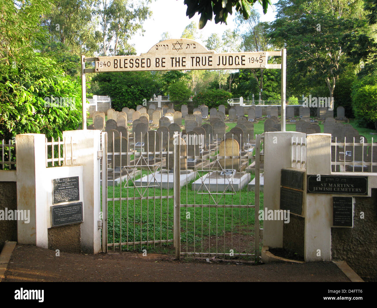 The photo shows the Jewish part of the cemetery St Martin