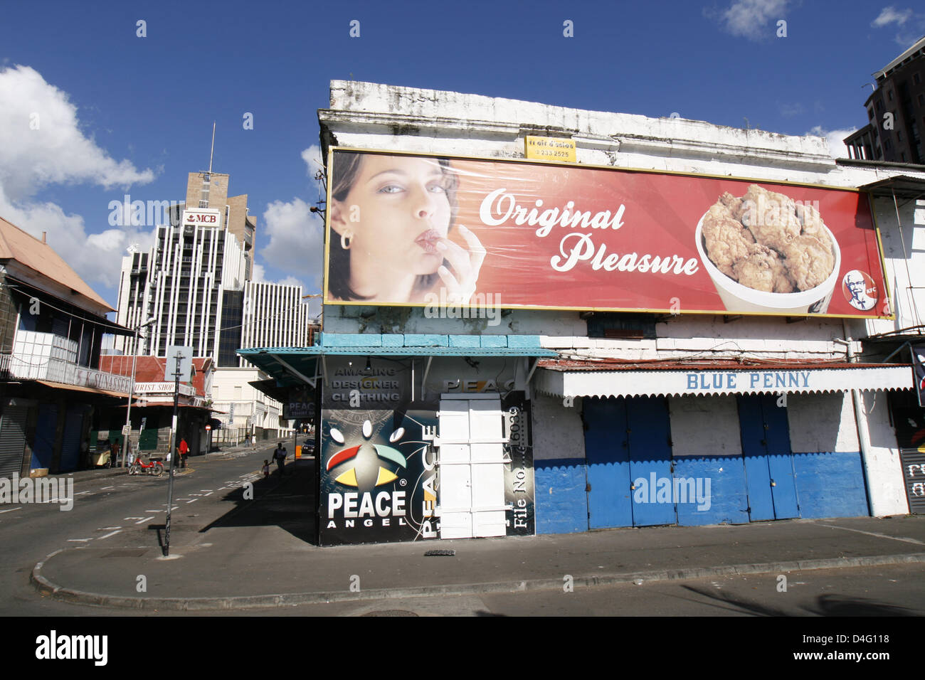 The picture shows a street scene in Port Louis on Mauritius