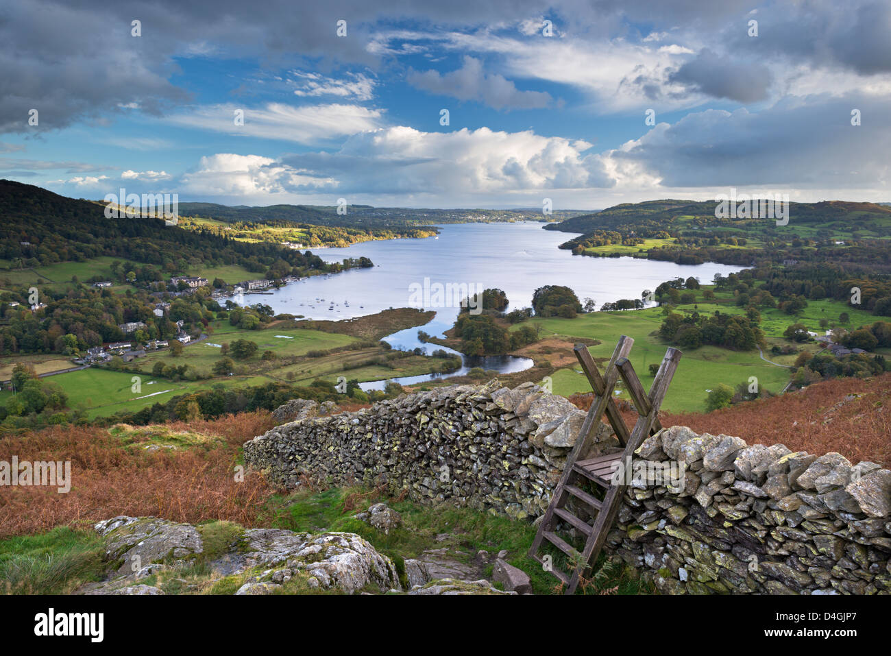 Footpath stile over dry stone wall, overlooking Lake Windermere, Lake District, Cumbria, England. Autumn (October) - Stock Image