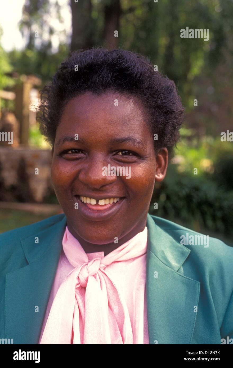 1, one, Zimbabwean, woman, adult woman, waitress, worker, working, Rhodes-Nyanga Hotel, Nyanga, Manicaland Province, - Stock Image