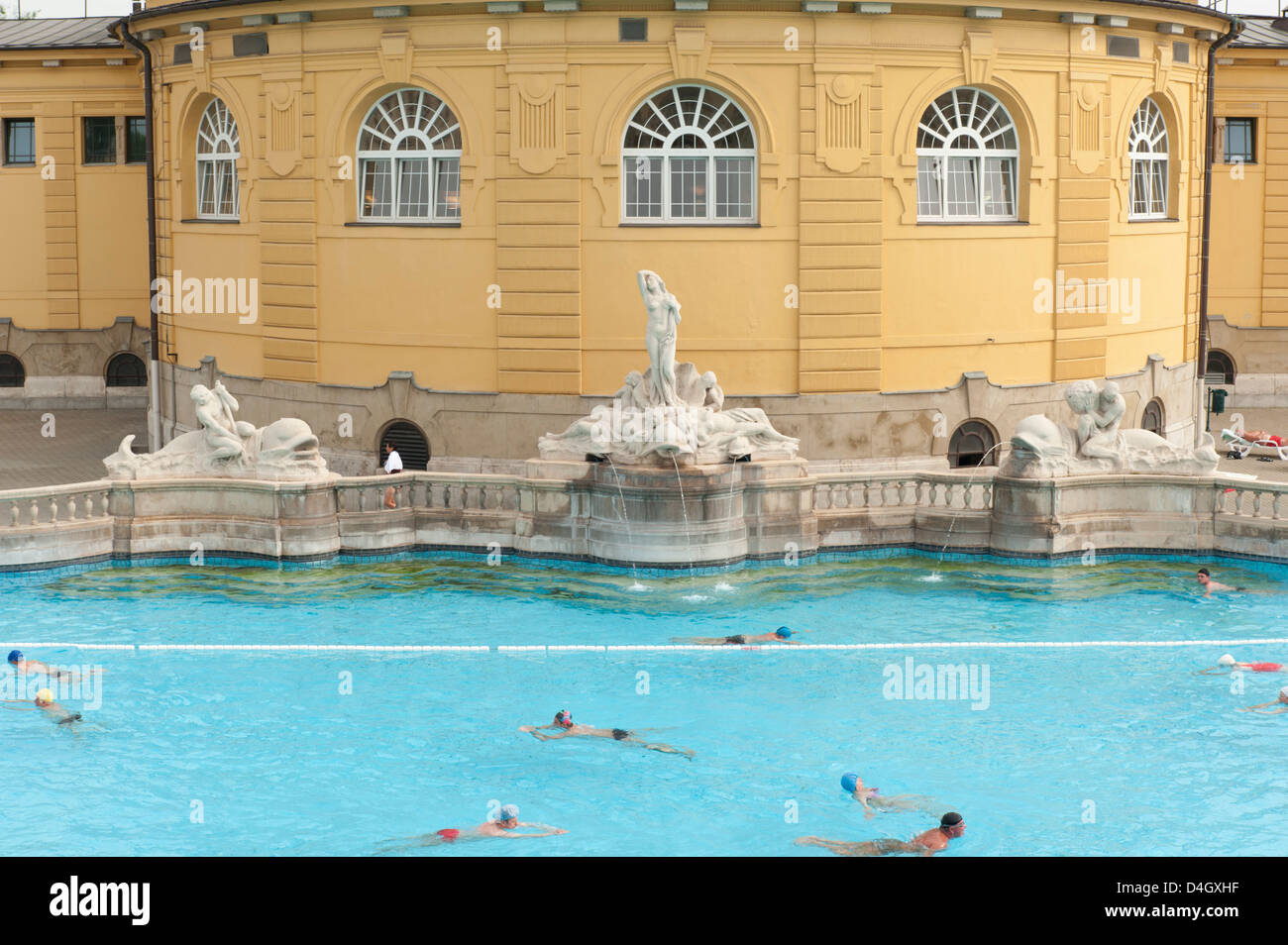 Outdoor pool with men and women at Szechenyi Thermal Baths, Budapest ...
