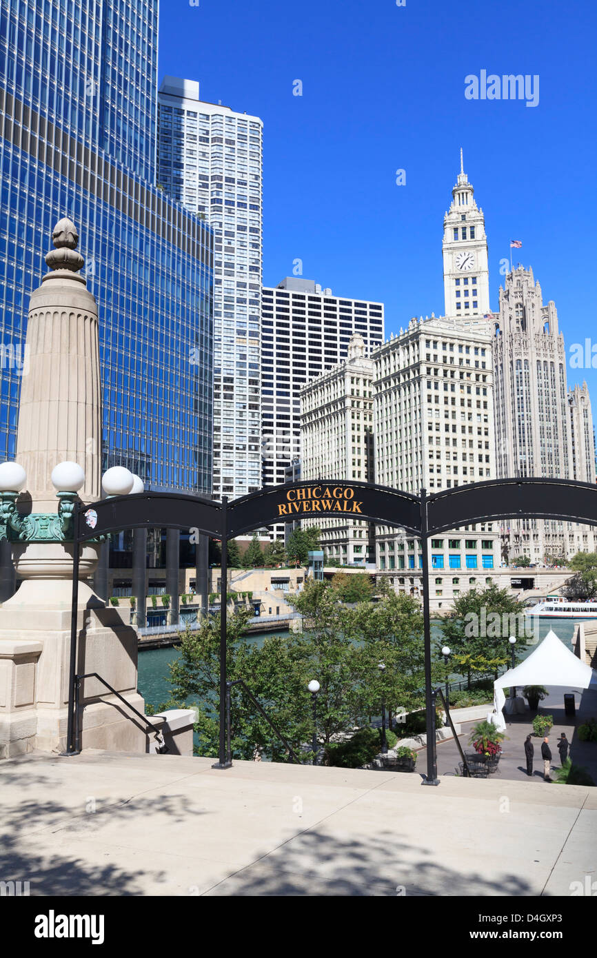 Chicago Riverwalk on West Wacker Drive with Trump Tower and Wrigley Building, Chicago, Illinois, USA - Stock Image