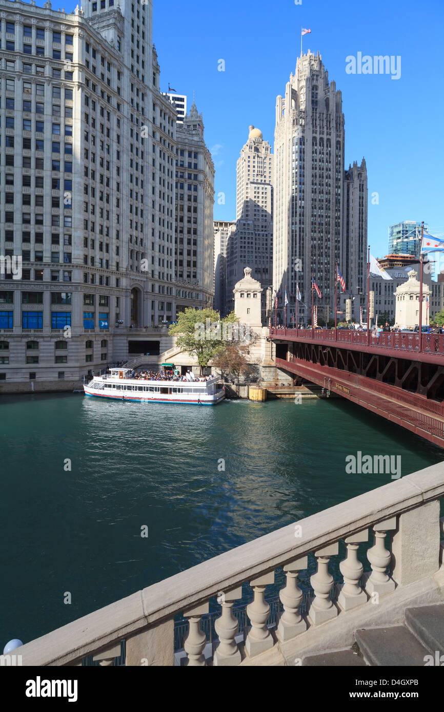 Chicago River and DuSable Bridge with Wrigley Building and Tribune Tower, Chicago, Illinois, USA - Stock Image