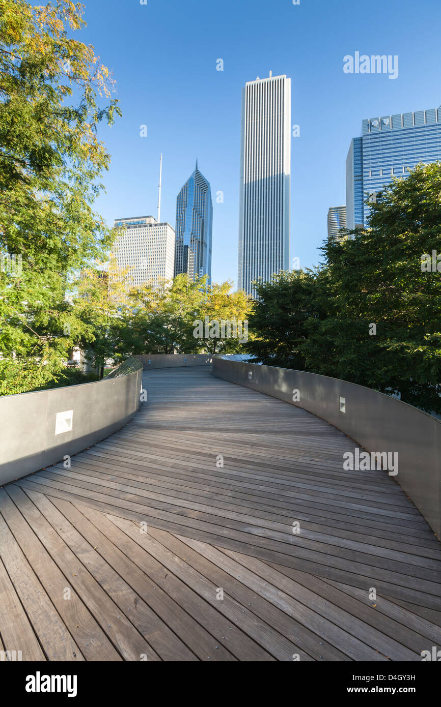 The BP Pedestrian Bridge designed by Frank Gehry, Grant Park, Chicago, Illinois, USA - Stock Image