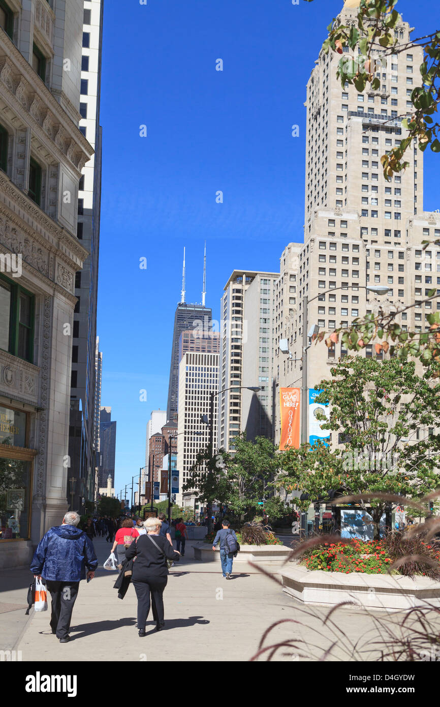 North Michigan Avenue's Magnificent Mile, Chicago's most fashionable shopping street, Chicago, Illinois, - Stock Image