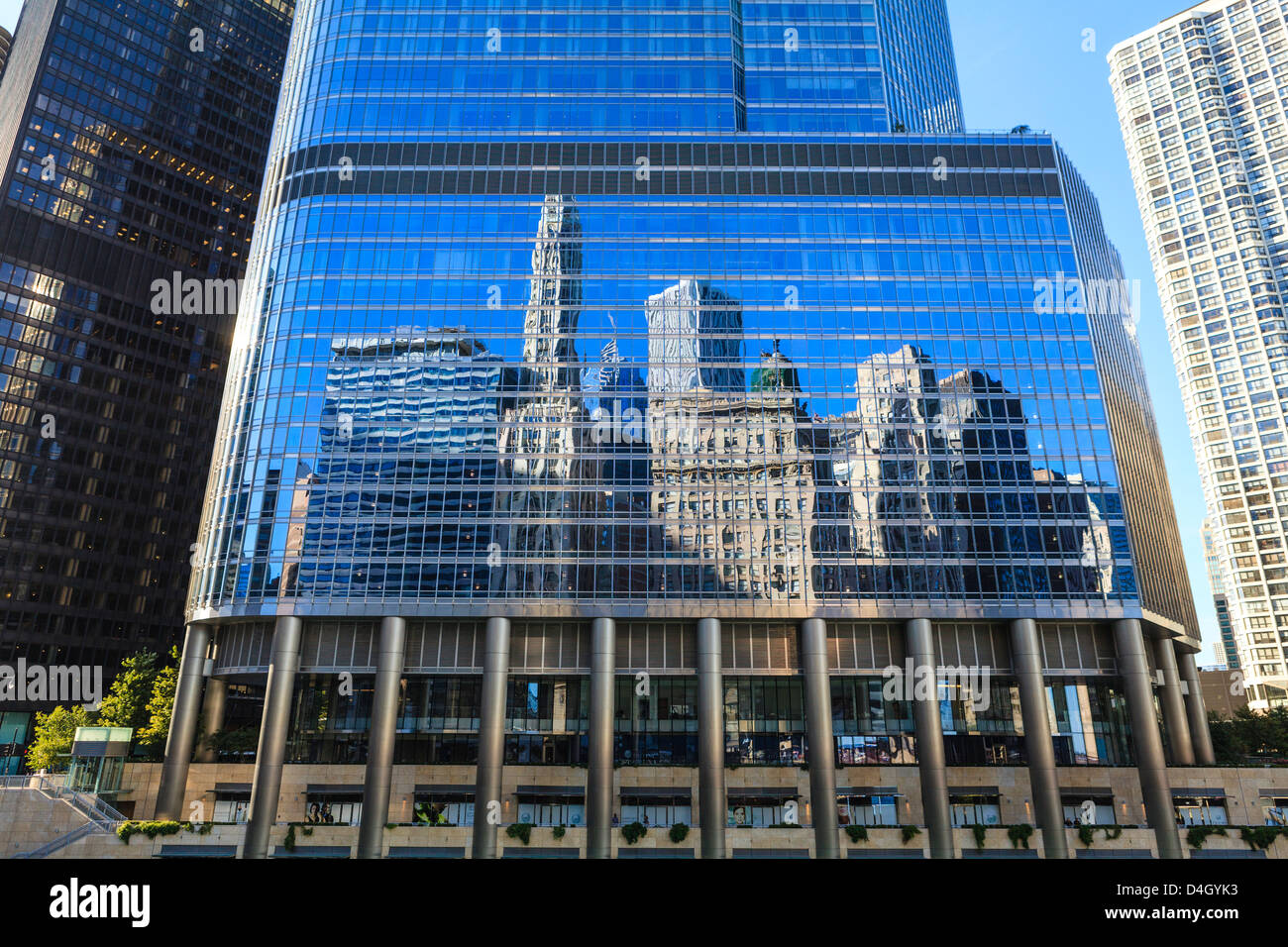 Skyscrapers on West Wacker Drive reflected in the Trump Tower, Chicago, Illinois, USA - Stock Image