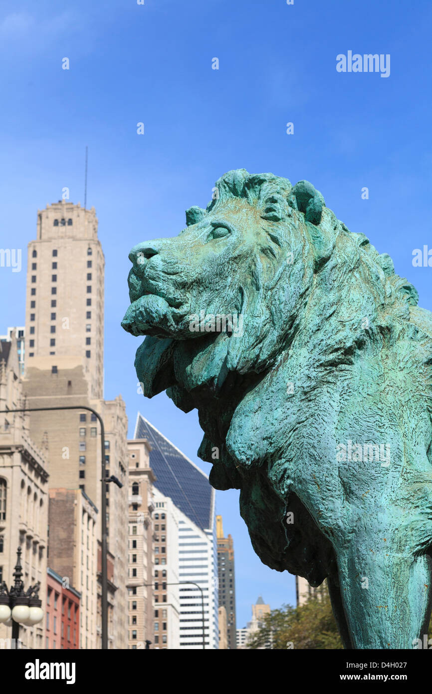 One of the two iconic bronze lion statues outside the Art Institute of Chicago, Chicago, Illinois, USA Stock Photo
