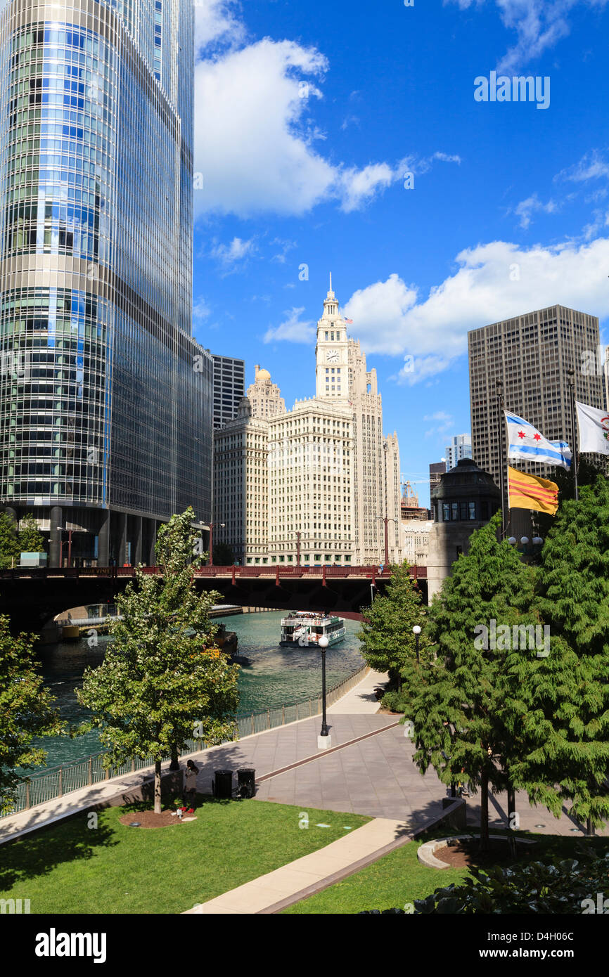 Chicago River Walk and towers including Trump Tower and the Wrigley Building, Chicago, Illinois, USA - Stock Image