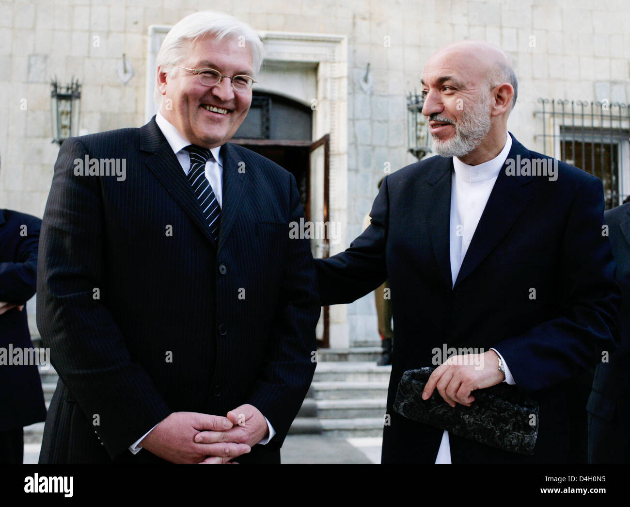 German Foreign Minister Frank-Walter Steinmeier (L) meets with Afghan President Hamid Karzai (R) in Kabul, Afghanistan, - Stock Image