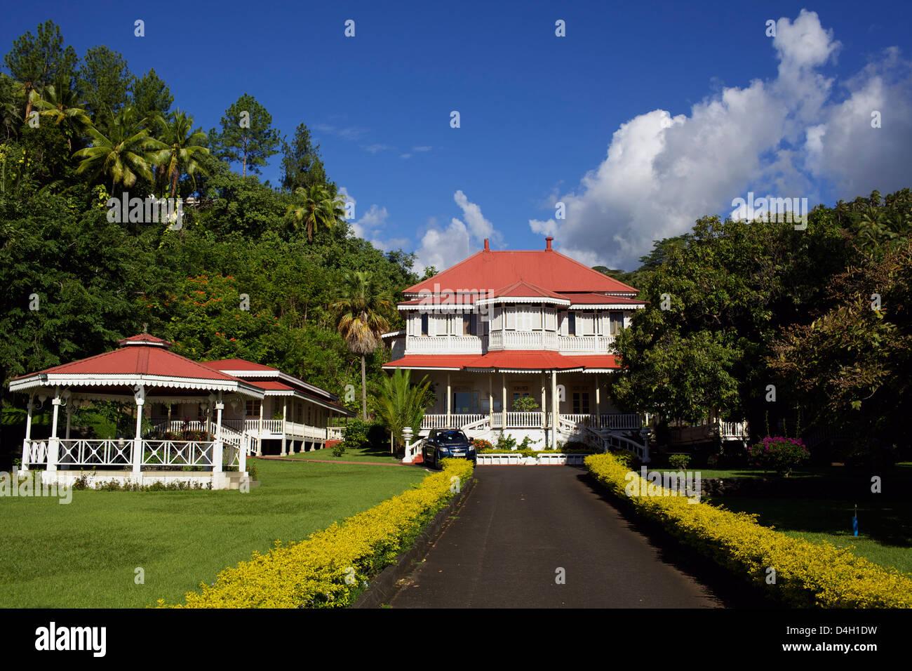 Classical colonial villa on the east coast of Tahiti island, French Polynesia - Stock Image