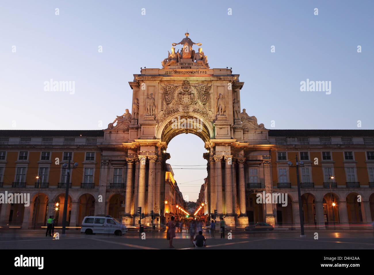 Dusk and the illuminated Arch of Rua Augusta (Arco da Rua Augusta), Commerce Square (Praca do Comercio), Baixa, - Stock Image