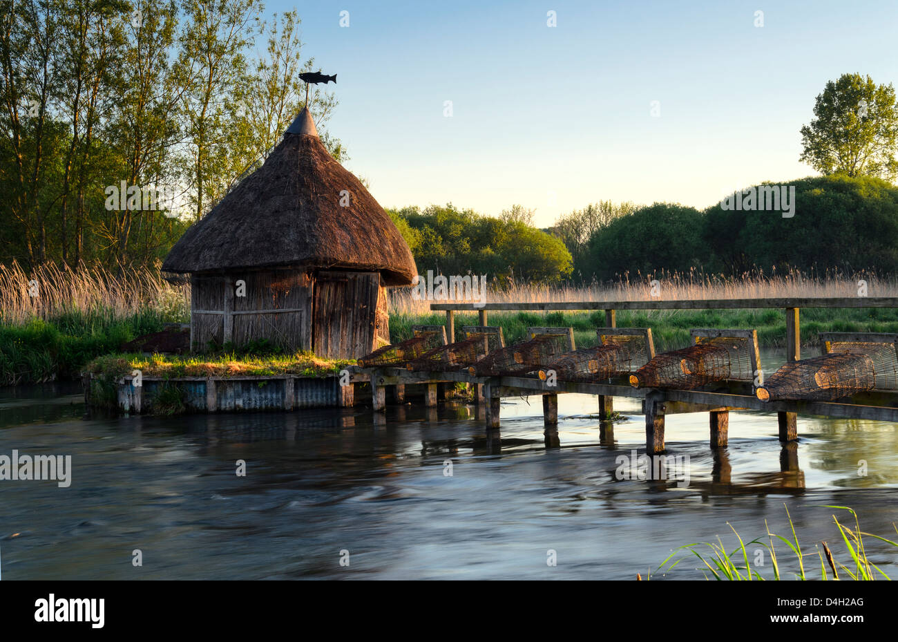 Thatched Fisherman's Hut & Eel traps on the river Test in Hampshire - Stock Image