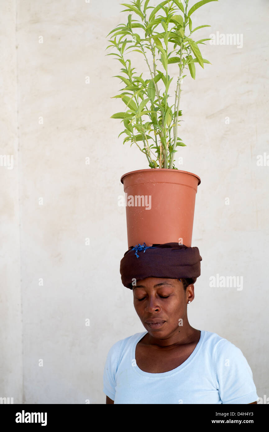 Artist and performer Otobong Nkanga on opening day of the 11th Sharjah Biennial Art festival in United Arab Emirates - Stock Image