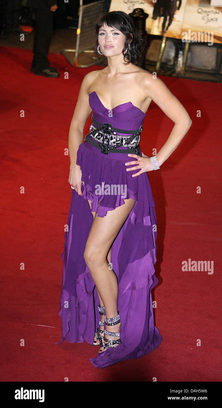 Atractivo Vestido De Fiesta Del Tema De James Bond Ilustración ...