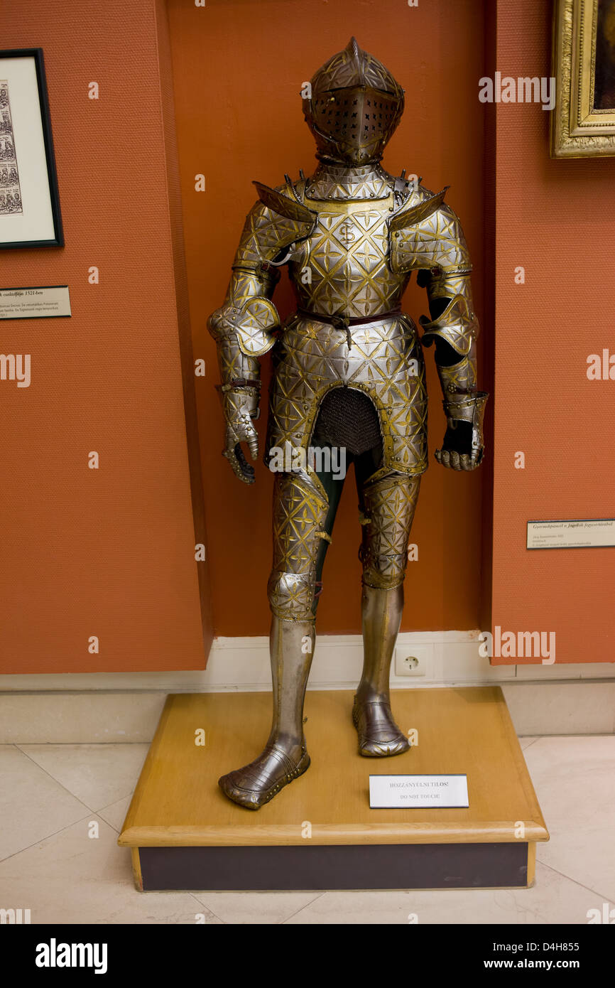 16th century full plate armour in the Hungarian National Museum, Budapest, Hungary. - Stock Image