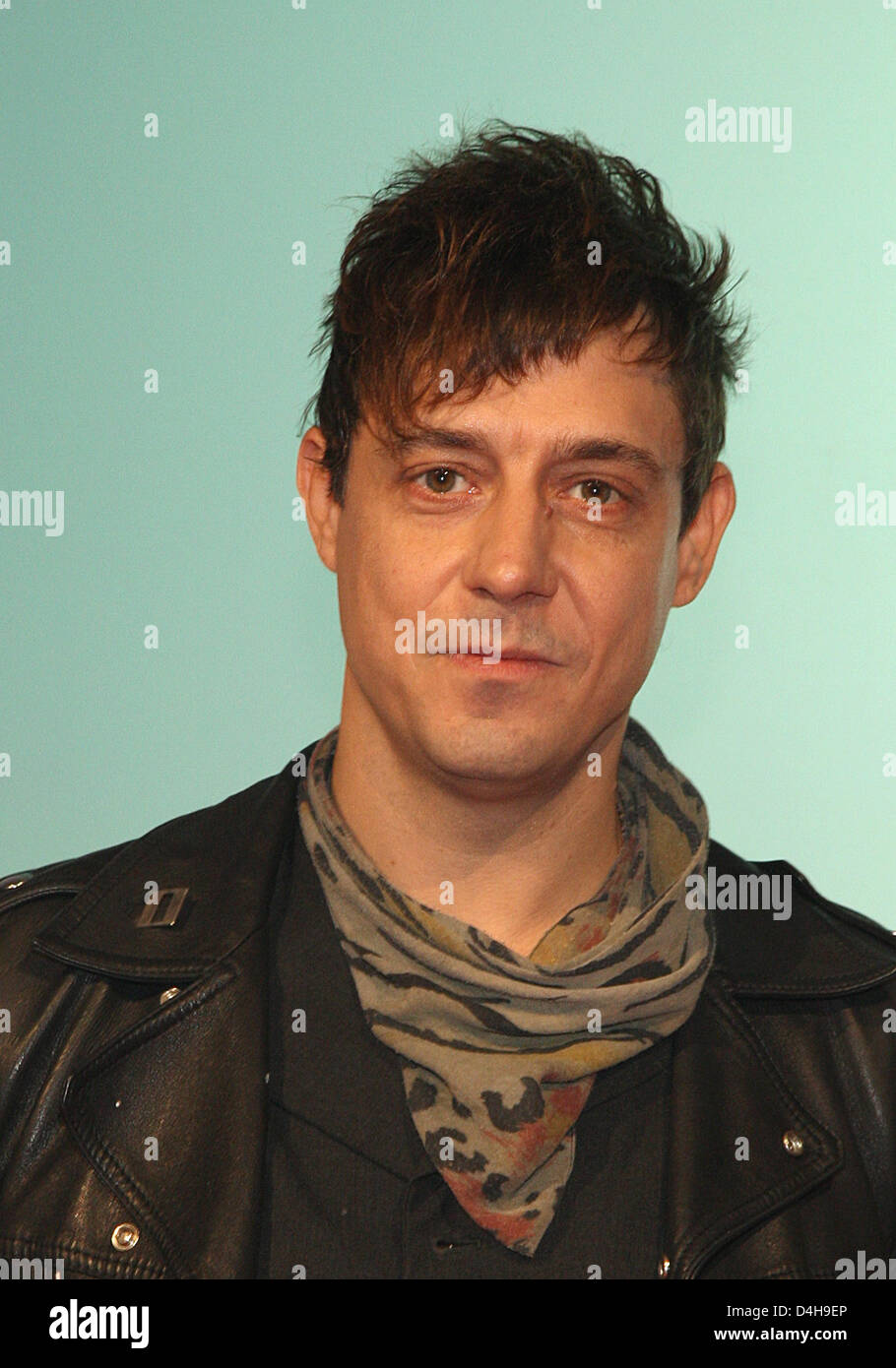 Band-member of ?The Kills?, Jamie Hince, celebrates the group?s ?Musikexpress Style Award? in the category ?Performer - Stock Image