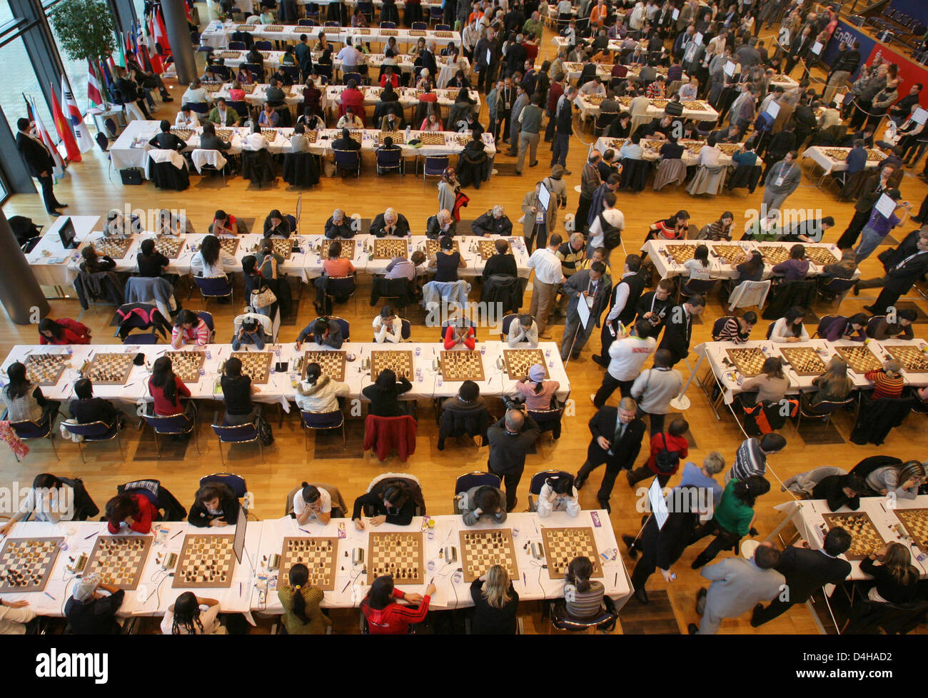 Chess players are pictured during the sixth round of the 38th ?Chess Olympiad? in Dresden, Germany, 19 November - Stock Image