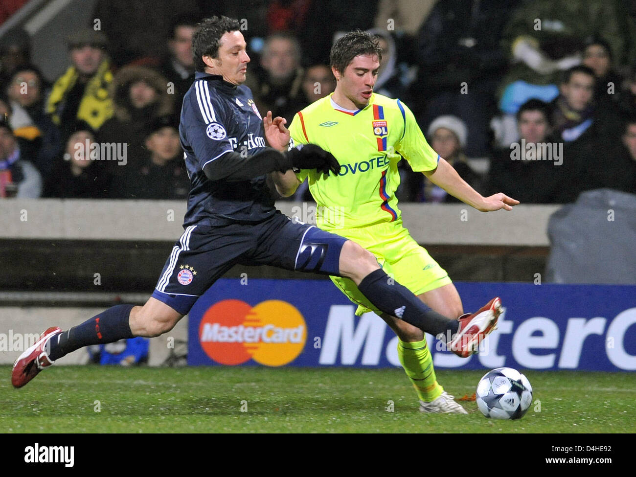 Anthony Mounier (R) of Olympique Lyon vies for the ball with Massimo Oddo of FC Bayern Munich during the Champions Stock Photo