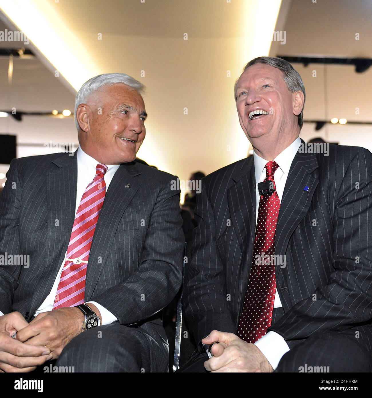 CEO of General Motors, Rick Wagoner (R), and Vice Chairman of General Motors, Bob Lutz, laugh during the North American Stock Photo
