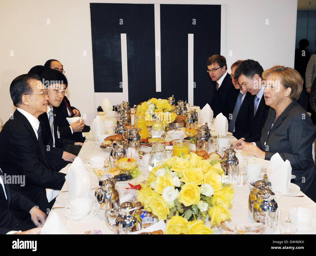 German Chancellor Angela Merkel and her staff talk with Chinese Prime Minister Wen Jiabao and his team during a - Stock Image
