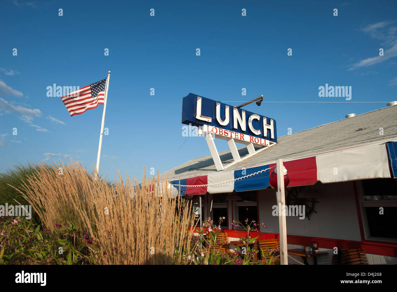 LUNCH SEAFOOD RESTAURANT MONTAUK HIGHWAY NAPEAGUE SUFFOLK COUNTY LONG ISLAND NEW YORK USA - Stock Image