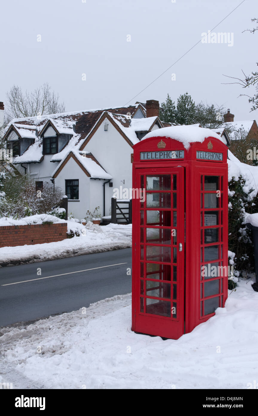 Red telephone kiosk in snow, Burcot, Worcestershire - Stock Image