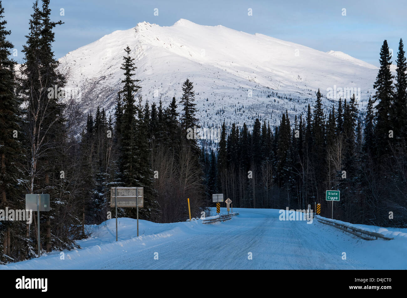 Looking south on the Dalton Highway, North Slope Haul Road, Coldfoot, Alaska. - Stock Image