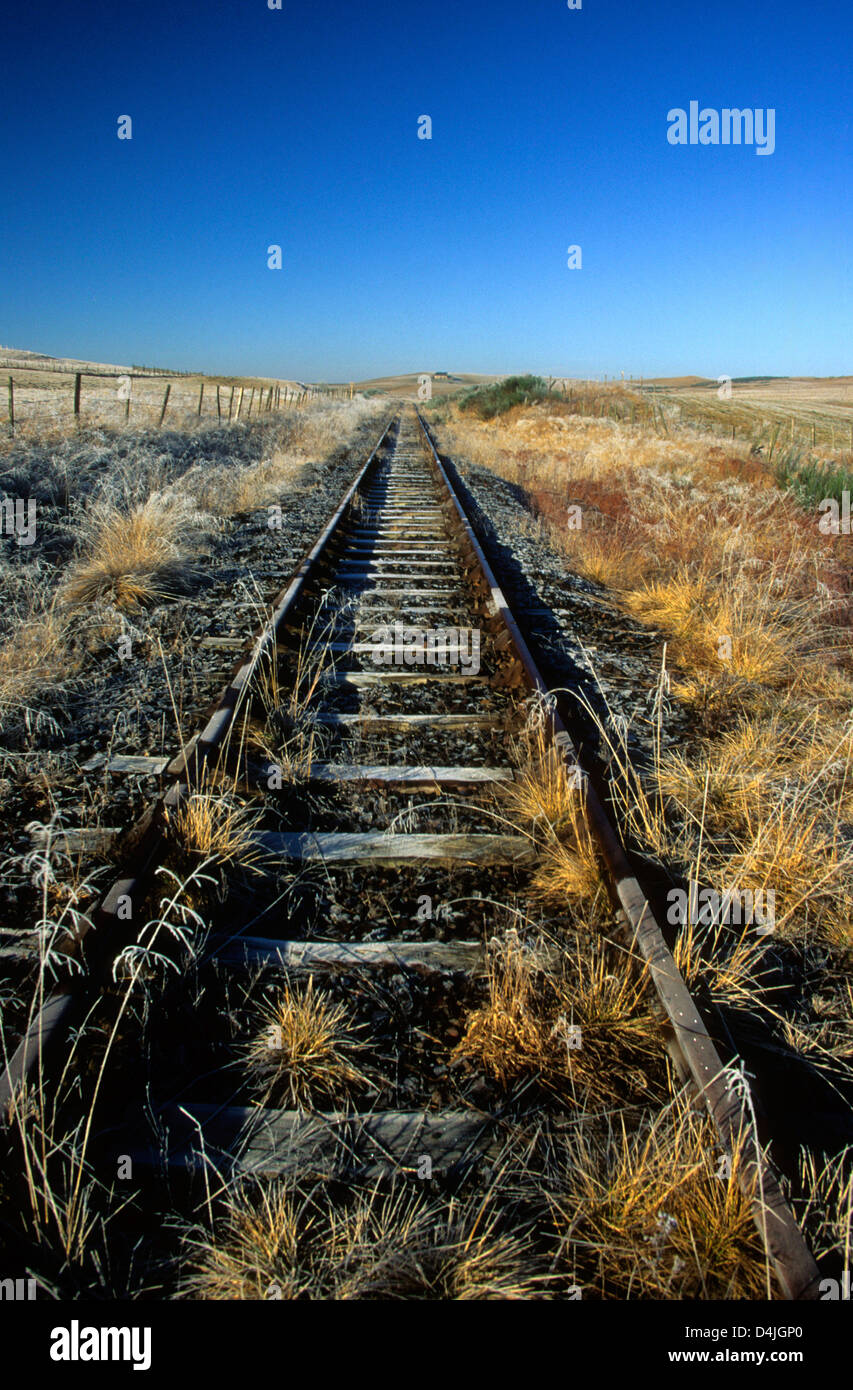 Disused railway track train tracks in the countryside - Stock Image