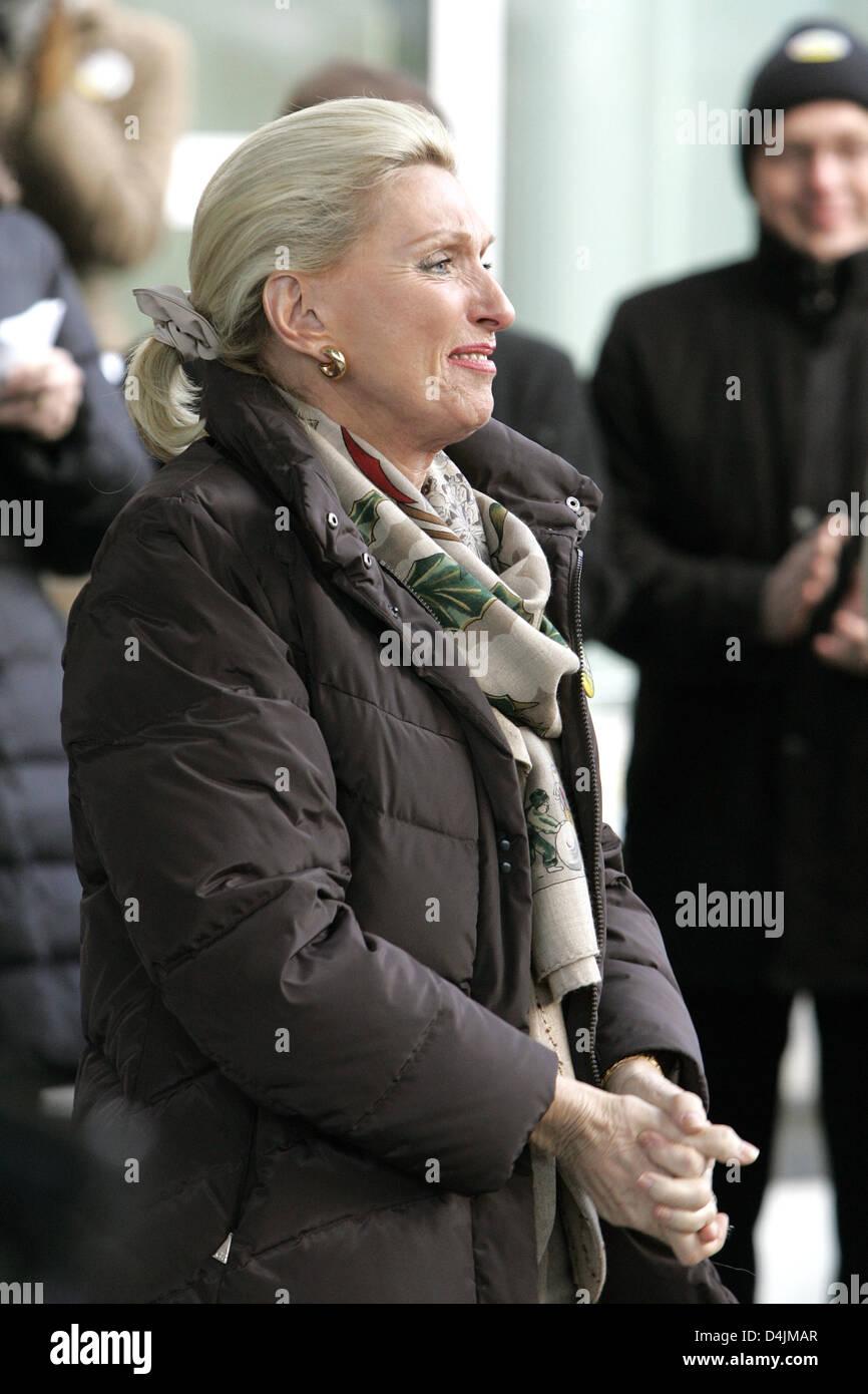 Maria-Elisabeth Schaeffler, owner of auto supplier Schaeffler Group, welcomes demonstrators at the plant gate in - Stock Image