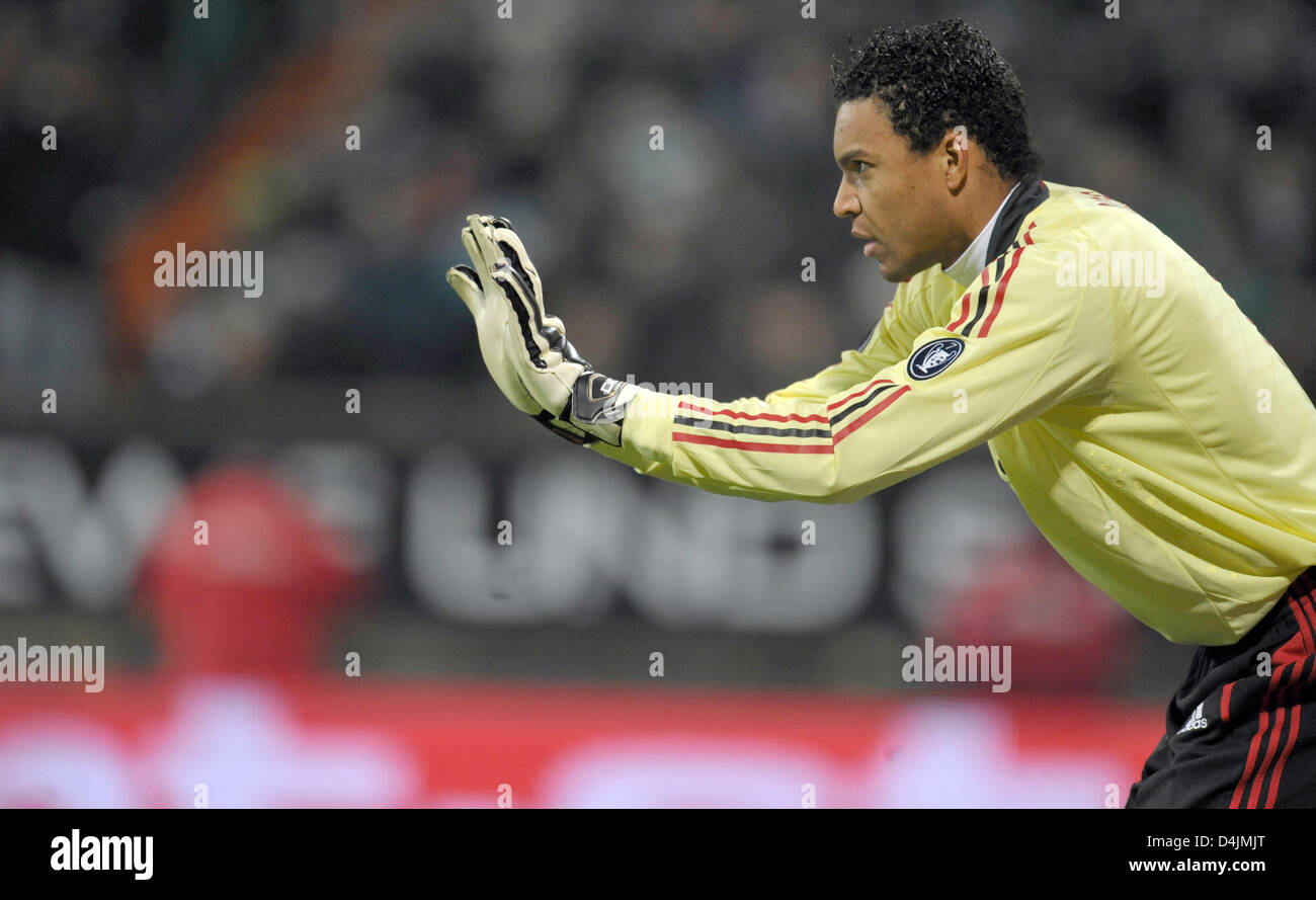 Milan S Goalkeeper Dida Shown In Action During The Uefa Cup Round Of Stock Photo Alamy