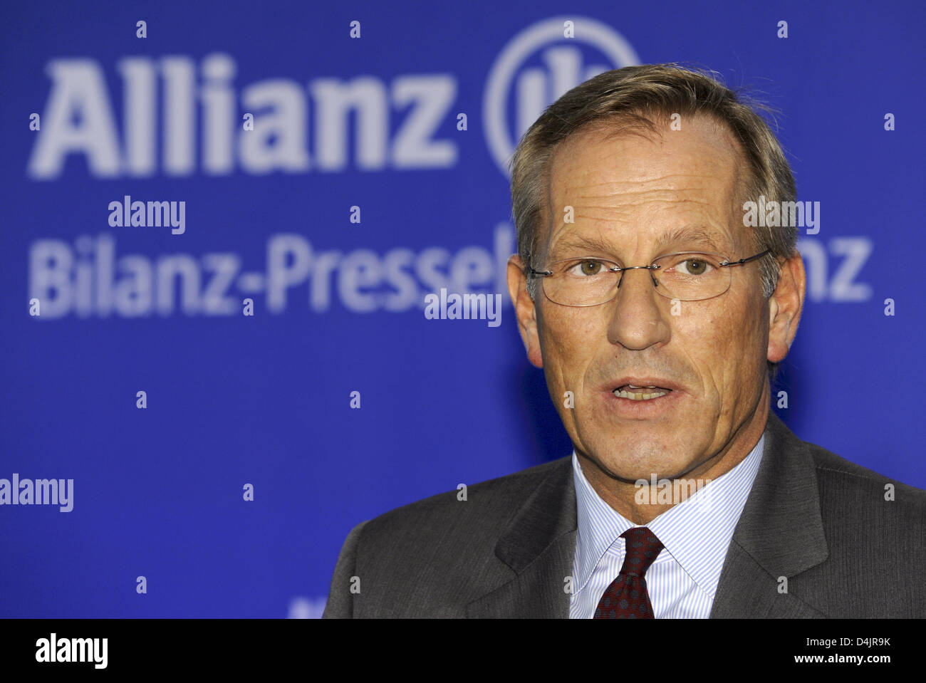 CEO of Allianz, Michael Diekmann, speaks during the balance press conference in Munich, Germany, 26 February 2009. After selling subsidiary ?Dresdner Bank? and also due to the financial crisis, Europe?s largest insurer has suffered a lost of 2.4 billion euro during the last year, as announced by Allianz SE in Munich. Photo: PETER KNEFFEL Stock Photo