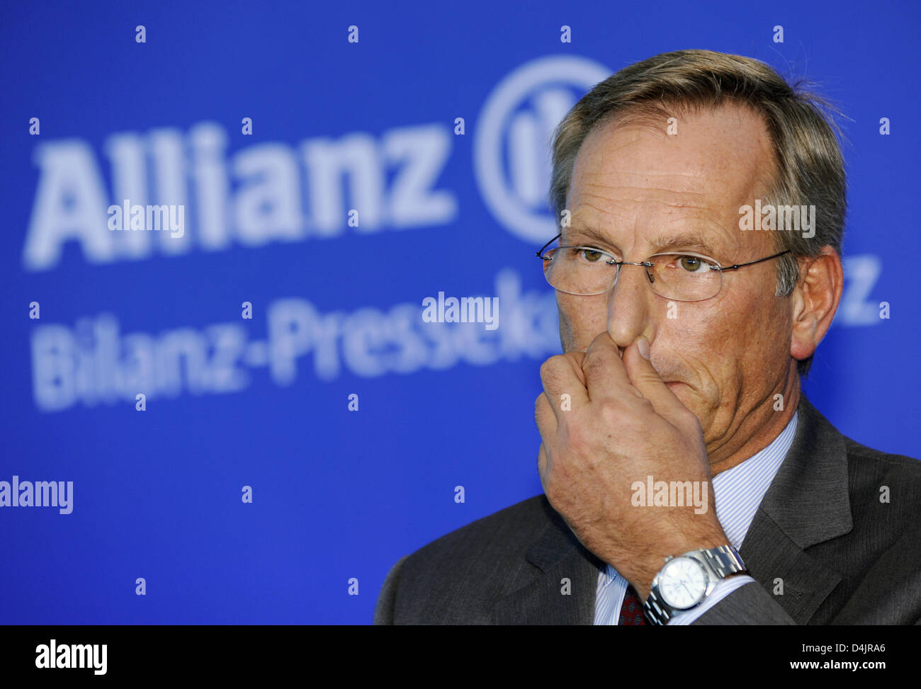 CEO of Allianz, Michael Diekmann, gestures during the balance press conference in Munich, Germany, 26 February 2009. After selling subsidiary ?Dresdner Bank? and also due to the financial crisis, Europe?s largest insurer has suffered a lost of 2.4 billion euro during the last year, as announced by Allianz SE in Munich. Photo: PETER KNEFFEL Stock Photo