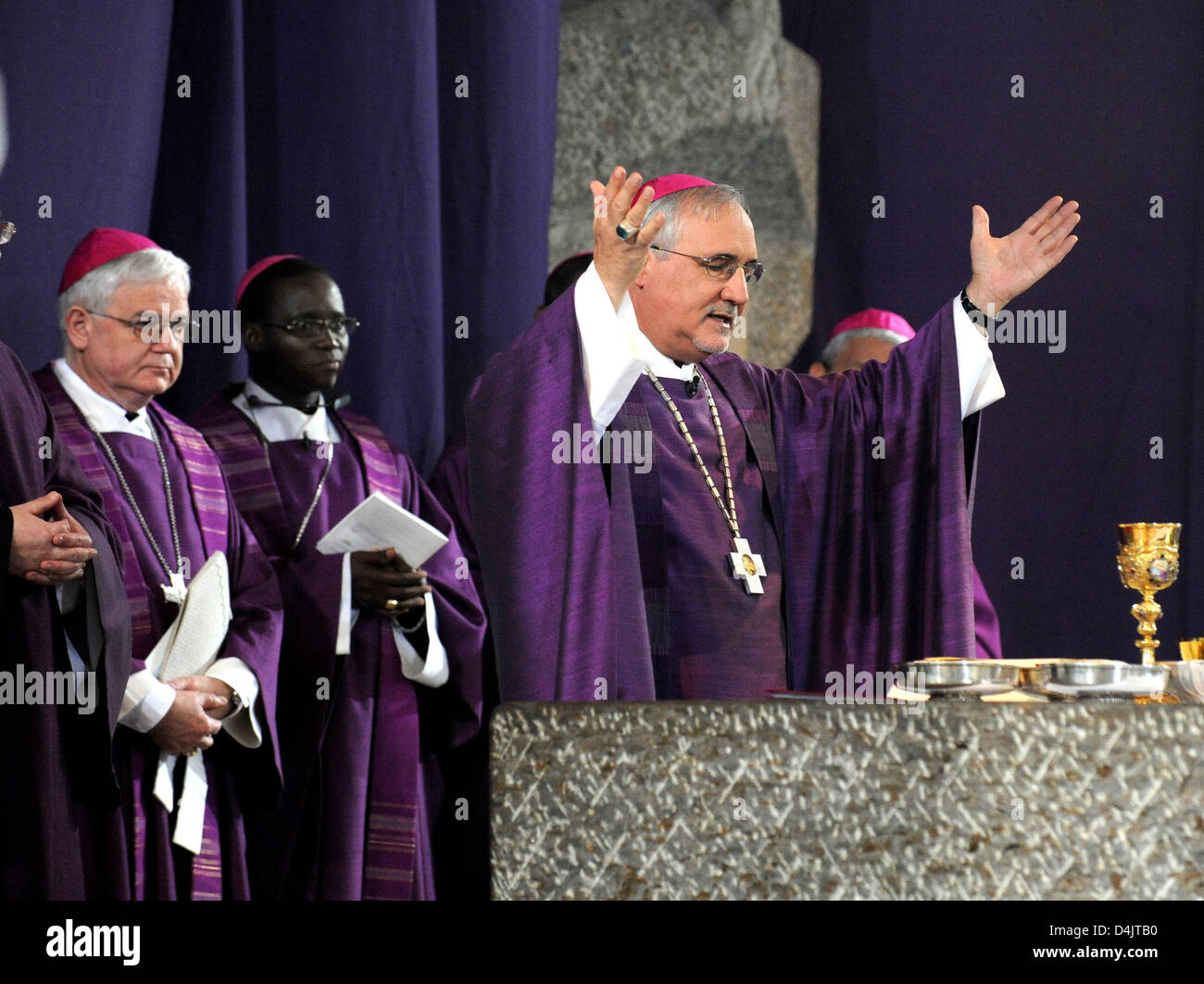 Gebhard Fuerst (R), bishop of the diocese Rottenburg-Stuttgart initiates this year?s ?Misereor? lenting campaign - Stock Image