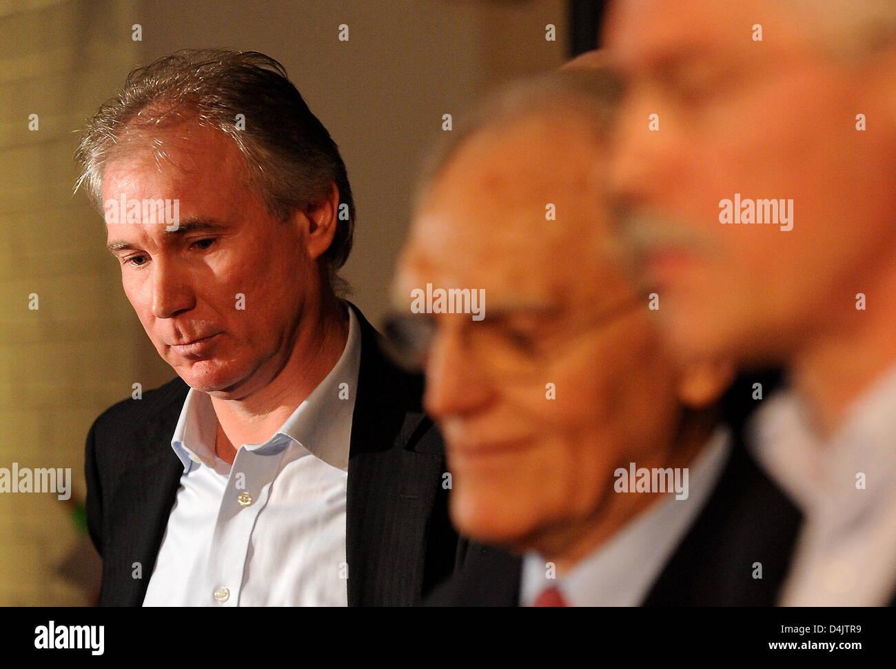 (L-R) Uwe Schwenker, managing director of German handball club THW Kiel, pictured during a crisis meeting of Handball - Stock Image