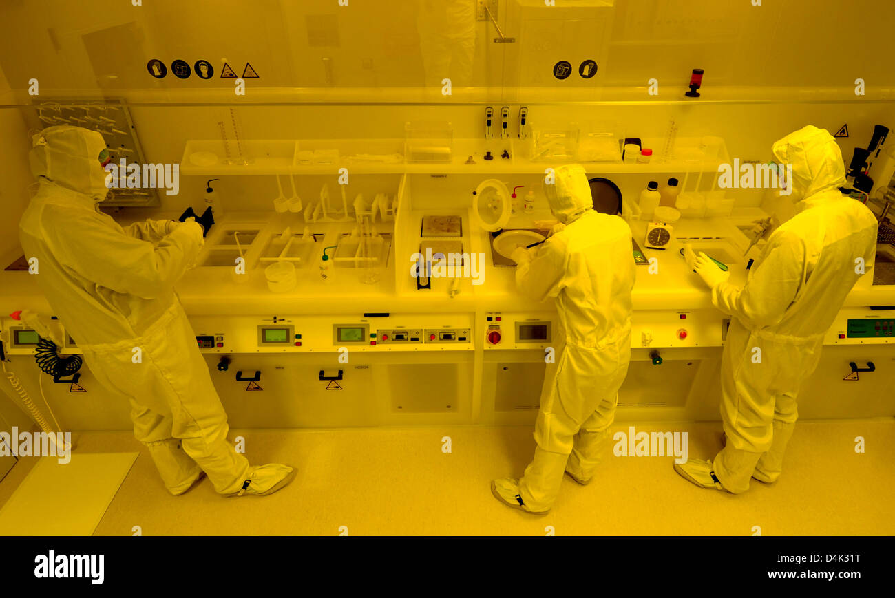 Fabulous Scientists Work At A Wet Bench In The Clean Room At The Theyellowbook Wood Chair Design Ideas Theyellowbookinfo